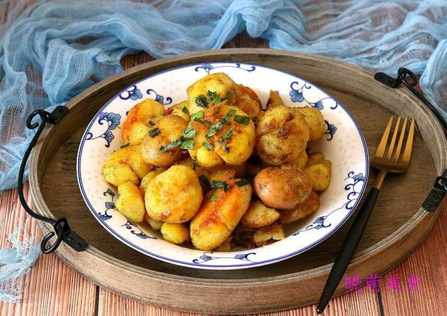 烩酥肉、白菜肉末小馄饨、酸辣小酥肉、香辣小土豆的家常做法