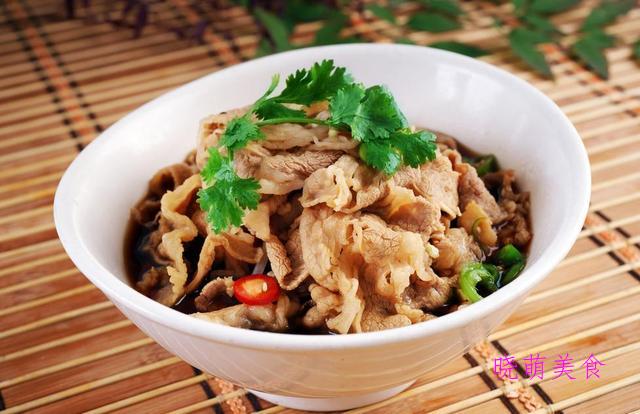 泡椒鲫鱼、红烧土豆鸡块、酱爆五花肉、香爆肥肠的家常做法