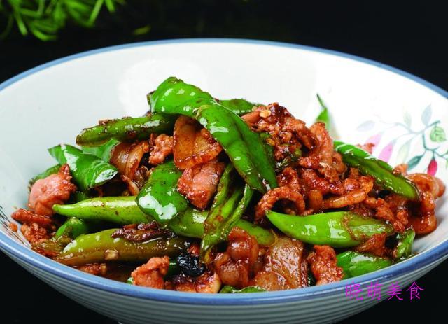 素烧腐竹、黄瓜炒鸡蛋、水煮黄辣丁、无骨凤爪、辣椒炒肉的做法