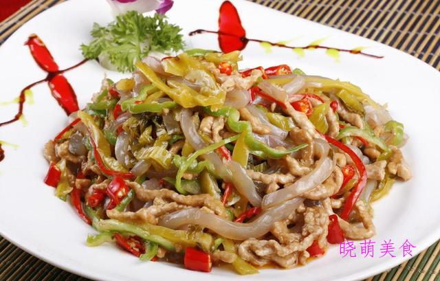 酸菜炒肉丝、酱爆蛏子、甜辣鱿鱼、酱烧牛肉的家常做法