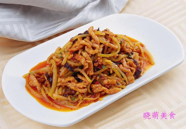 水煮牛肉片、辣炒鱼香肉丝、酸辣牛百叶、醋泡花生米的家常做法