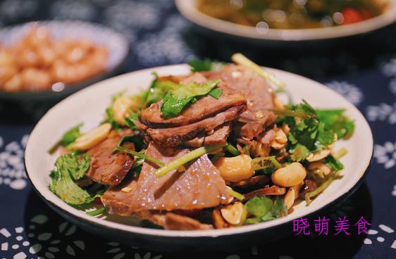 家常炖鱼、麻辣小鱿鱼、酸辣酱黄瓜、辣拌牛肉的家常做法