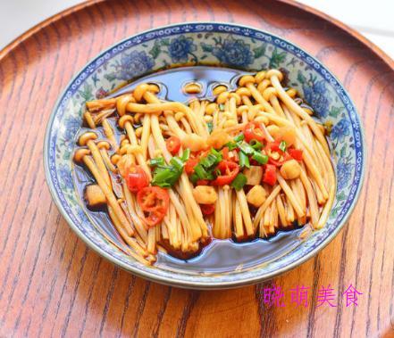 木耳炒山药、小炒香干、辣烧豆腐、蒸金针菇、豆芽炒粉丝的做法