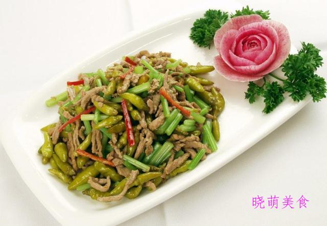 苏式烧肉、茴香小酥肉、干锅娃娃菜、泡椒炒肉丝的家常做法