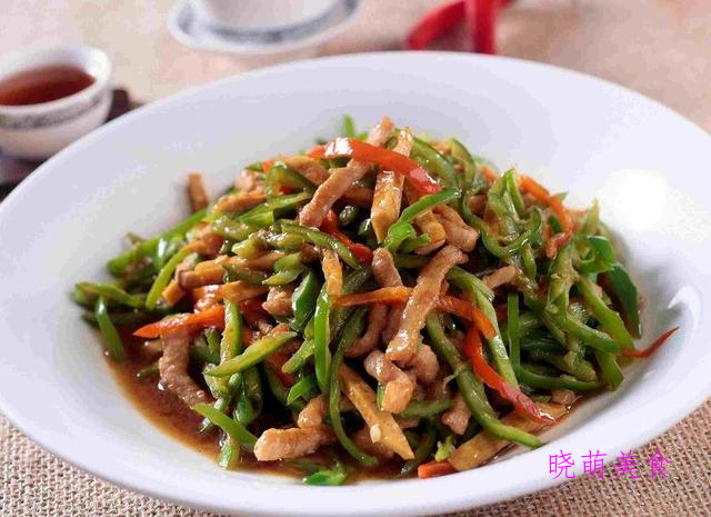 豌豆牛肉、青椒牛肉丝、辣炒猪肚、辣爆肥肠的家常做法