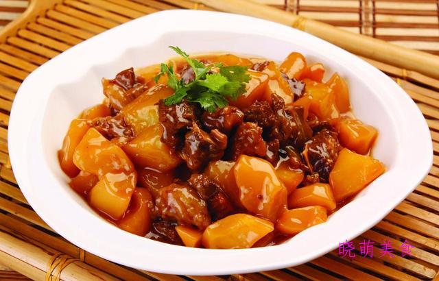 黑椒土豆炖牛肉、爆炒鳝鱼、酸辣鸡腿肉、豌豆玉米炒虾仁的做法