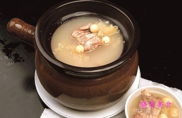莲子排骨汤、鱼头豆腐汤、玉米排骨汤、肉骨茶、鲫鱼汤的家常做法
