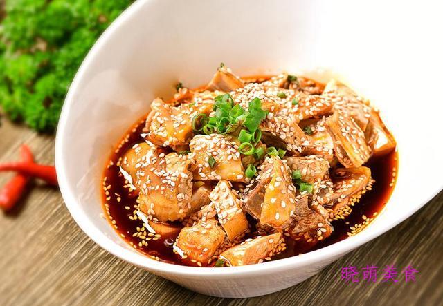 油焖皮皮虾、凉拌鸡块、凉拌素鸡、口水腰花、回锅牛肉的做法