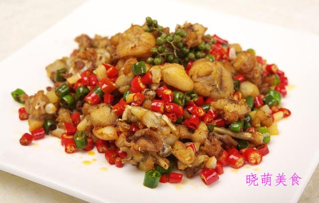 麻辣牛蛙、大盆花菜、爆炒肥牛、上海白切肉、尖椒炒豆皮的做法