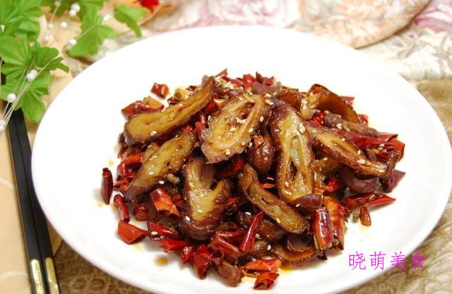 香辣肥肠、茶香东坡肉、小鸡土豆煲、青椒小炒肉的家常做法