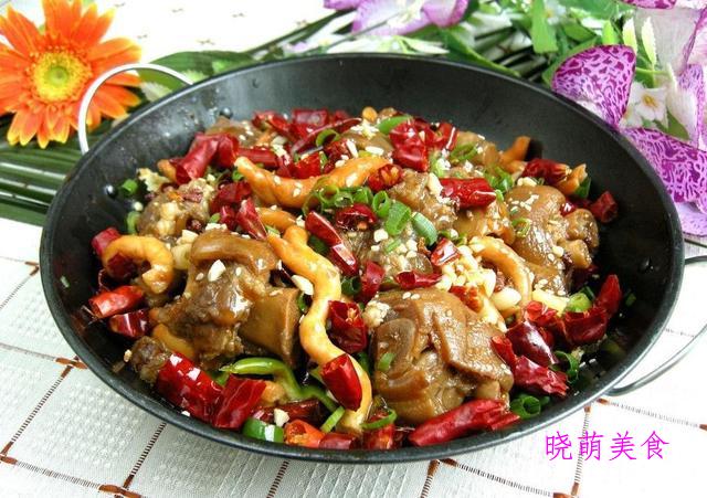 干锅香辣鸭、牛肉煨黄豆、腐竹猪蹄煲的家常做法