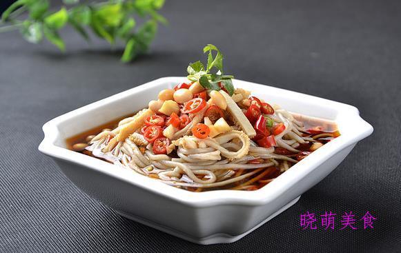 酸辣荞麦面、川味干拌面、鸡丝炒面、香辣肥肠面的家常做法