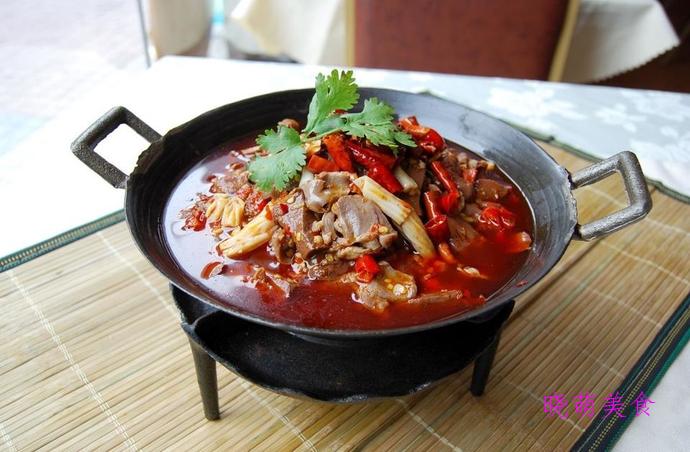 砂锅姜母鸭、香辣烤猪蹄、小鸡蘑菇煲的家常做法