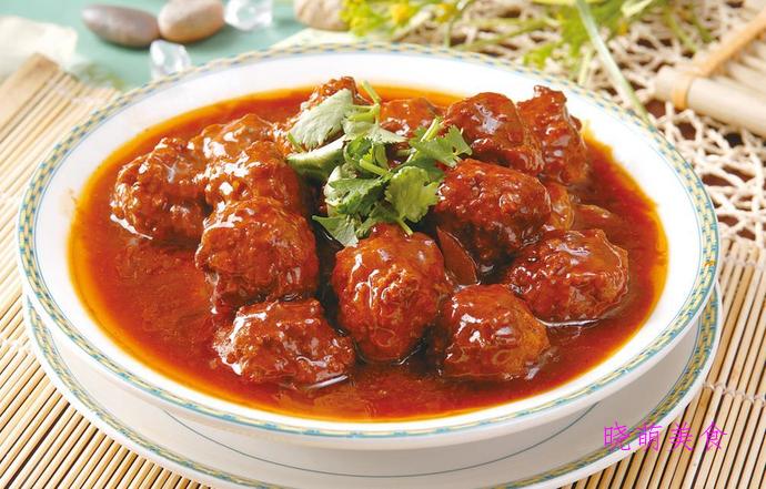 番茄牛肉丸子、干锅鸭翅、香辣包菜的家常做法