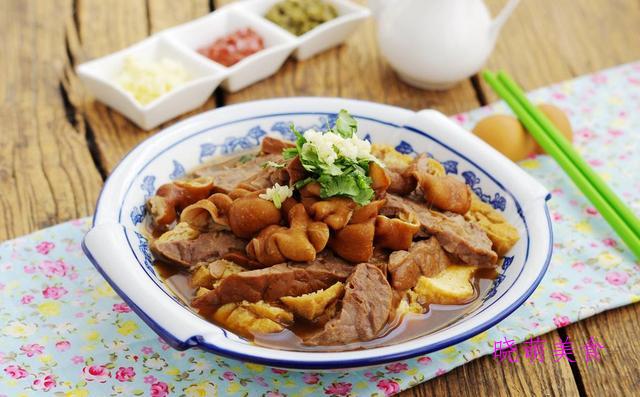 卤煮火烧、茯苓糕、蛋黄肉粽的家常做法
