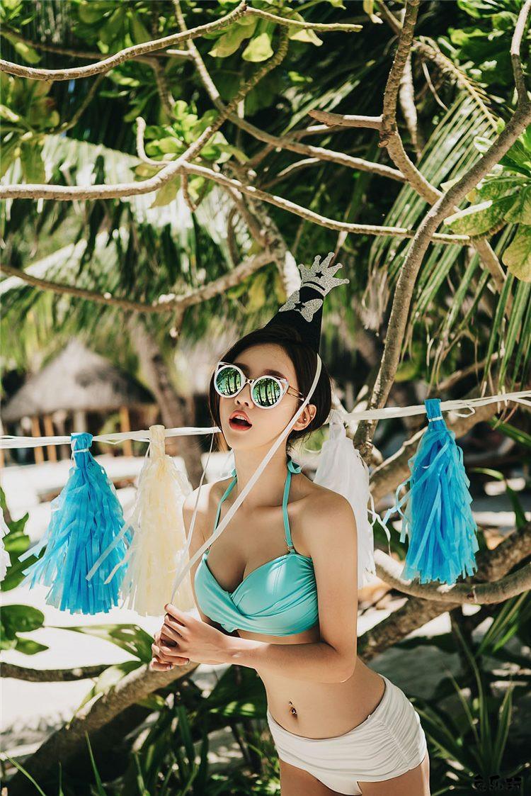 韩国顶级名模孙允珠写真套图:蓝天砂白薄荷可爱妖精比基尼&萌系甜美桃红色拉链带帽卫衣