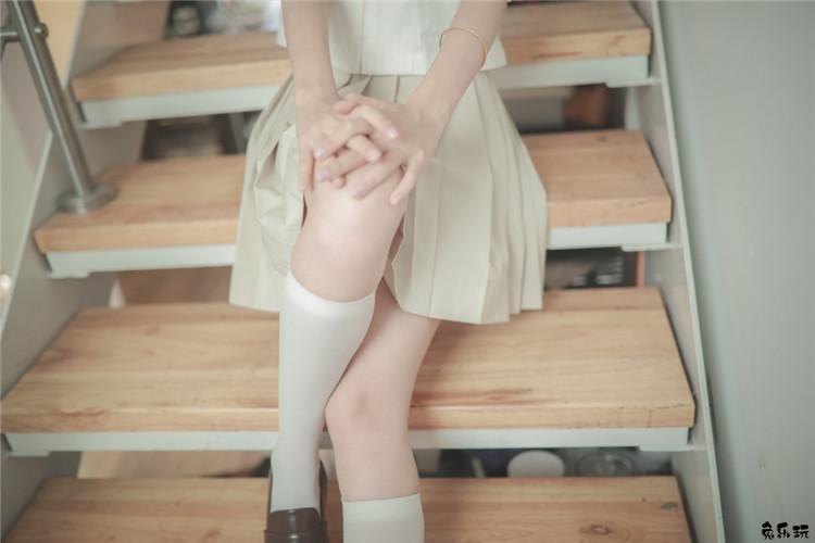 校园美少女水手服!学生妹白丝袜诱惑清纯写真美图!