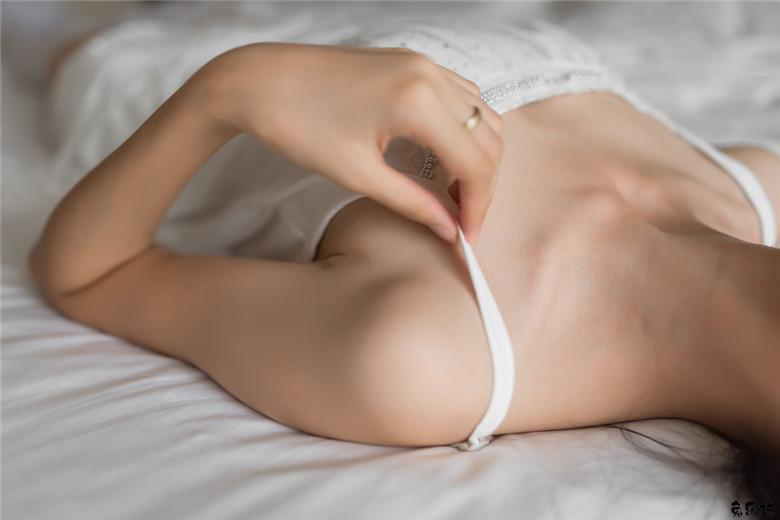 这样的白色丝袜这样的美女这样的大长腿简直太完美了!(46P)