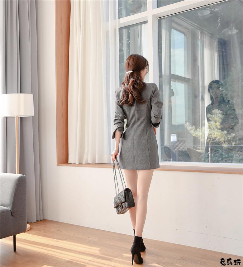 韩国顶级名模孙允珠写真图集:银灰破晓曦光芝华士格纹西装&乌金雕木浅棕衬搭宽松露肩裙