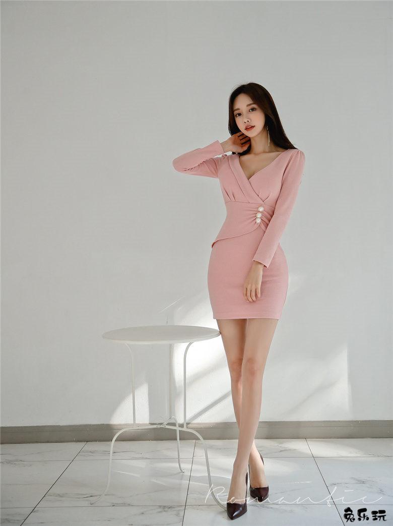 韩国顶级名模孙允珠写真图包:初恋回忆淡粉斜束纽扣古典裙