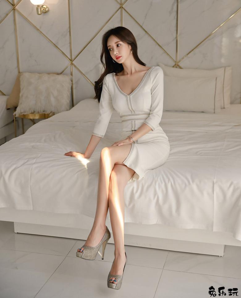 韩国名模孙允珠写真图包:环领十字竖扣花呢初雪包臀裙