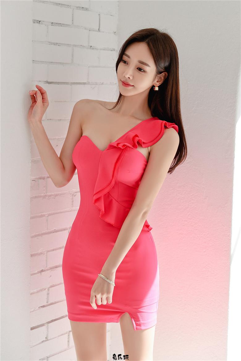 米兰曼陀铃红莓王妃单肩礼裙