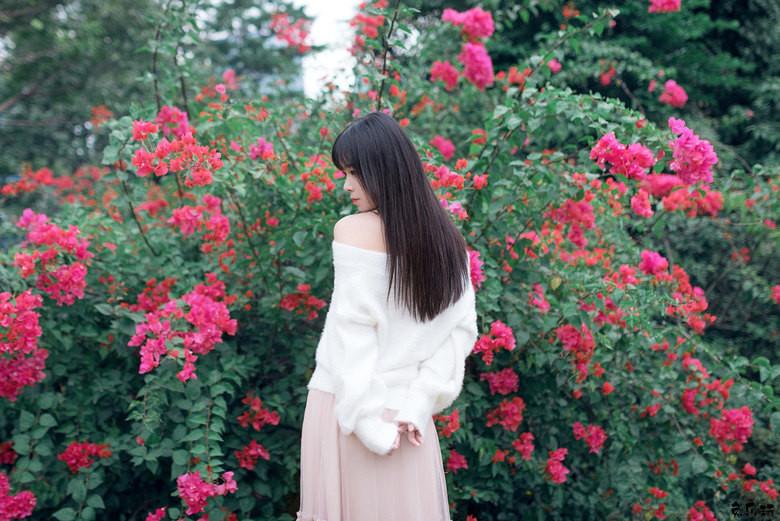 花丛中的女孩纸秀色可餐!