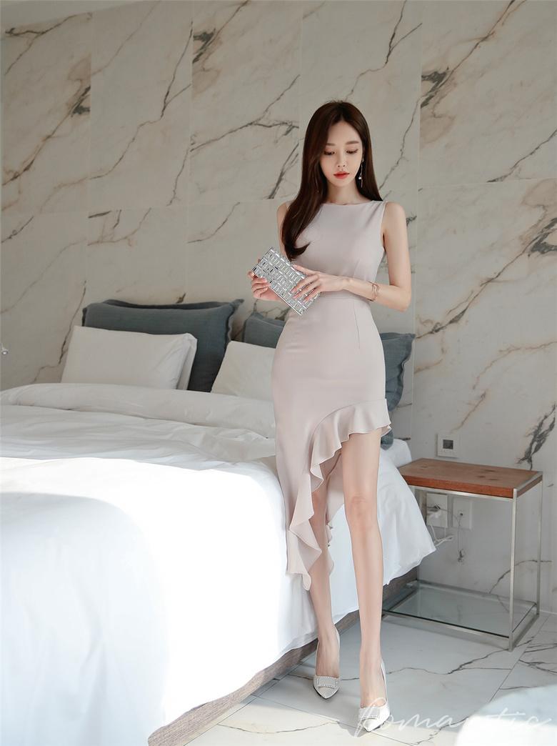 孙允珠:淡藕色琉璃仙韵春荷卷叶衣裙