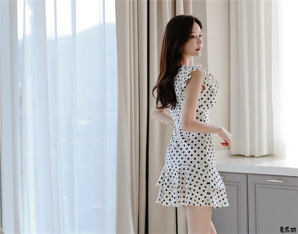 孙允珠:华尔兹可爱波点斑马牛奶衣裙
