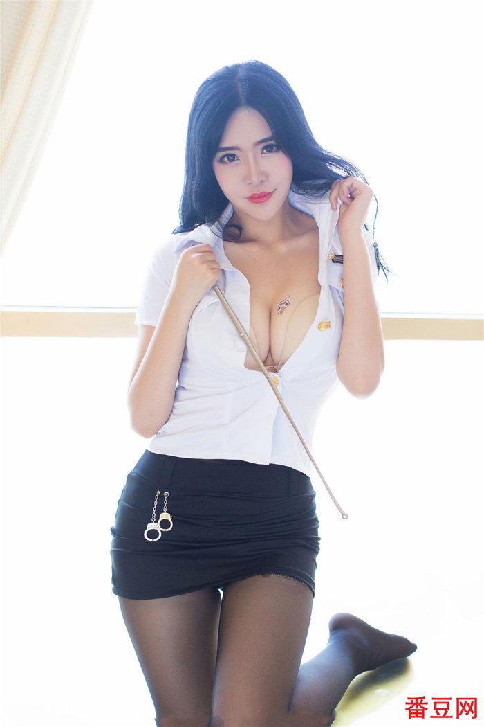 妃小美穿齐b超短裙太诱人了,这样的眼神不要太迷人 看美女 第5张