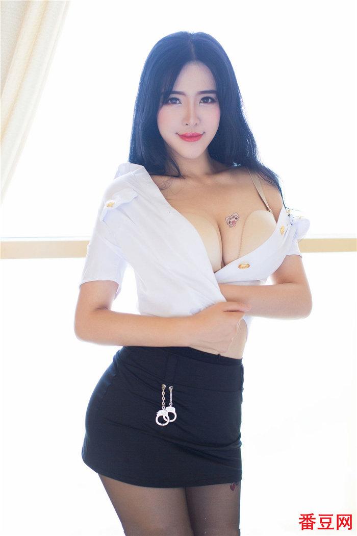妃小美穿齐b超短裙太诱人了,这样的眼神不要太迷人 看美女 第2张