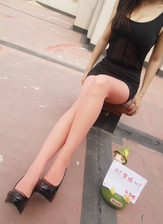 百度黑丝吧少女@吾嘤 丝袜美腿套图视频[1038P/4V/201MB]