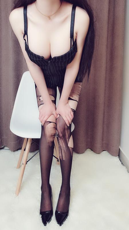 网红女神@麻酥酥哟最新VIP会员版之OL装女神[20P+1V/167M]