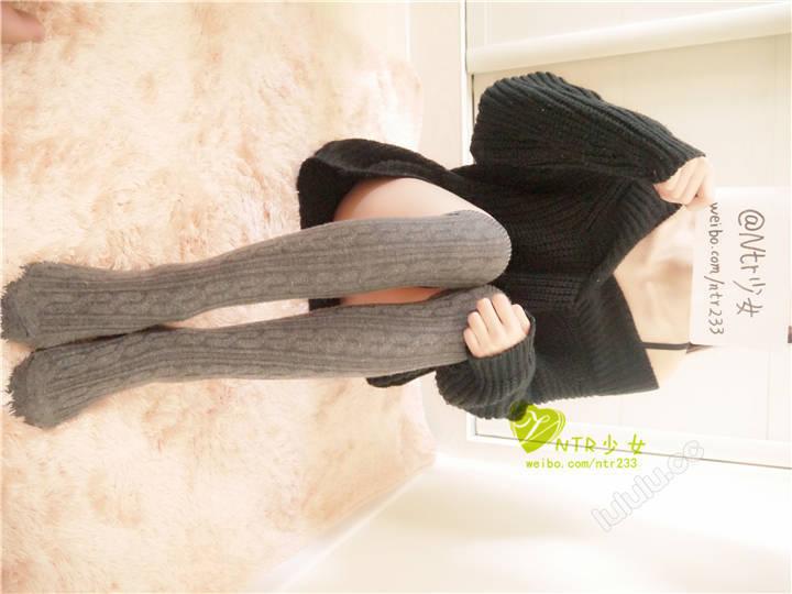 NTR少女-黑棉衣灰棉襪、毛茸茸的衣服方格過膝襪、FUCK ME、丁字內褲[23P+1V/178MB]