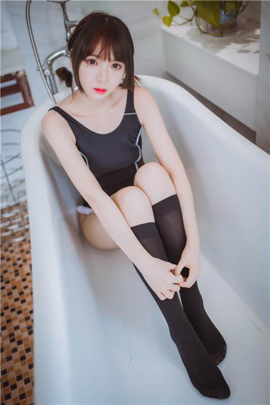 网红女神@疯猫ss - 死库水[33P/318MB]