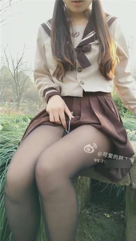 网红女神@可爱的小胖丁 3月新作-JK制服 高清私拍30P 高清720P完整版[30P/1V/429MB]