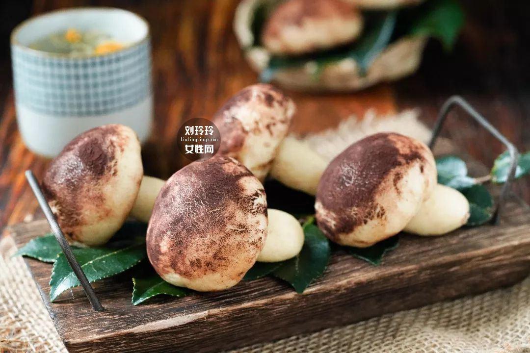 蘑菇奶黄包的做法 奶黄包的馅怎么做?我教你吧1