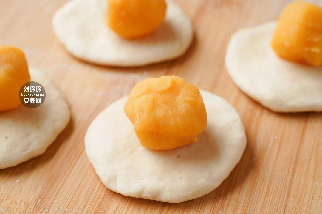 蘑菇奶黄包的做法 奶黄包的馅怎么做?我教你吧11