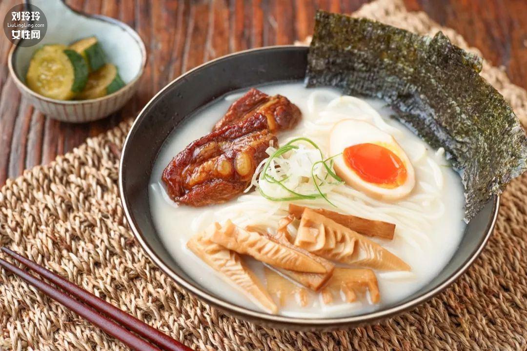 日式豚骨拉面的做法,豚骨拉面是什么肉呢?9