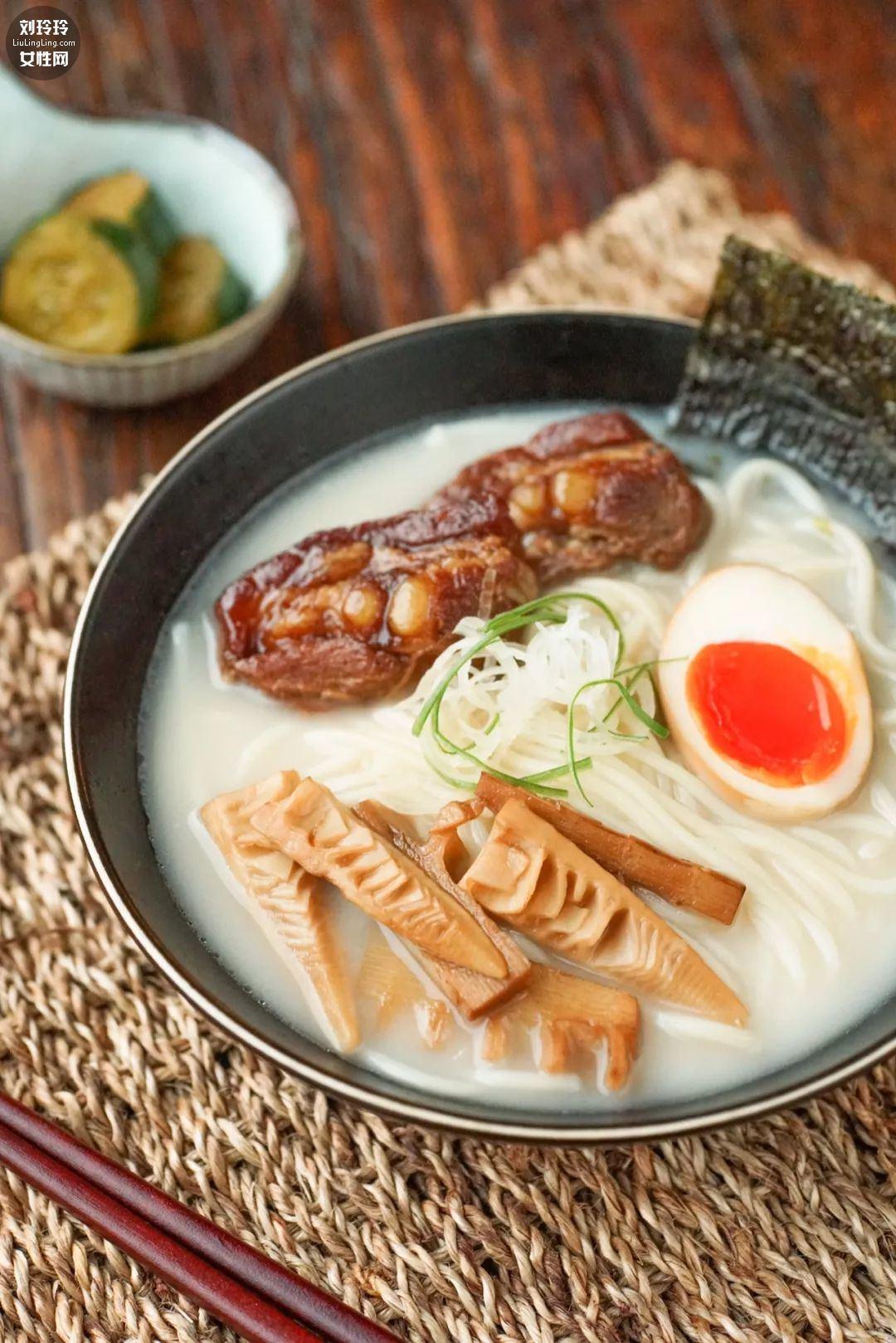 日式豚骨拉面的做法,豚骨拉面是什么肉呢?11