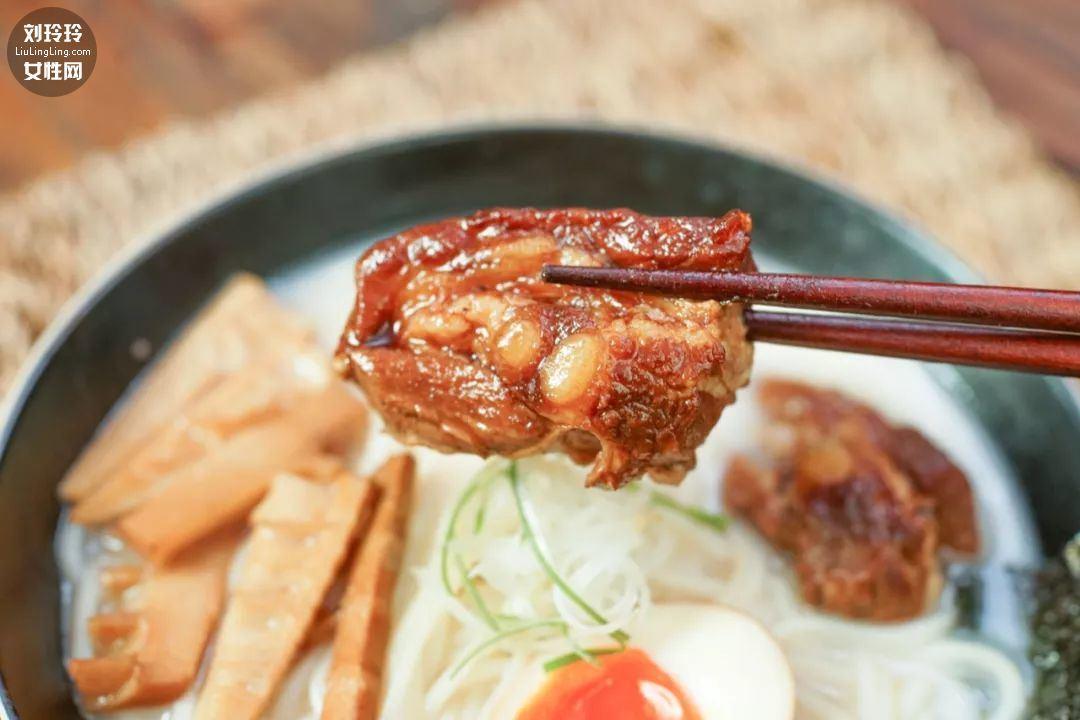 日式豚骨拉面的做法,豚骨拉面是什么肉呢?12
