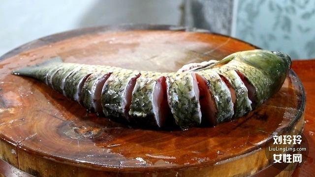 家常香辣鱼的做法 整条香辣鱼的做法2