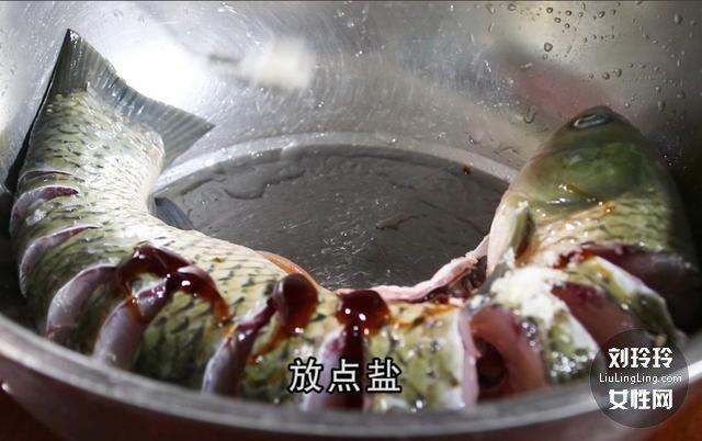家常香辣鱼的做法 整条香辣鱼的做法3
