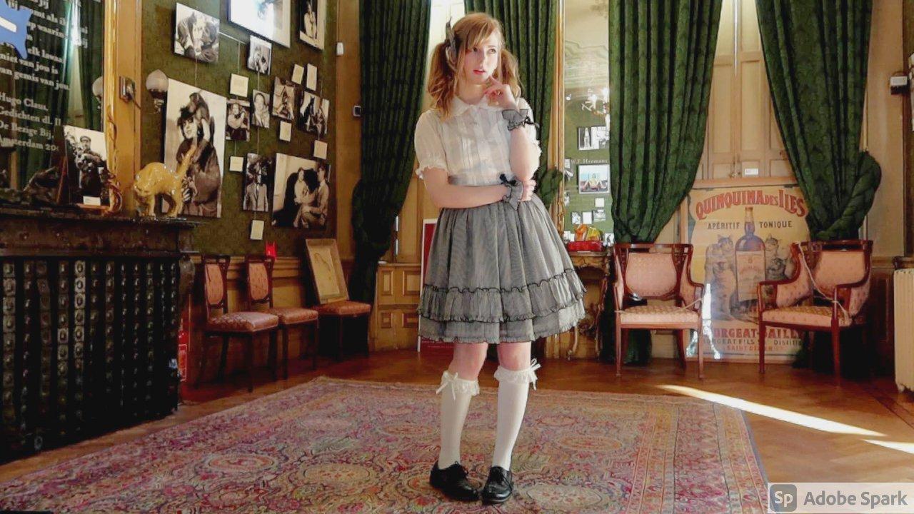 荷兰金发妹 日本发写真-Ella Freya在Youtube上走红的妹子-第9张图片-深海领域