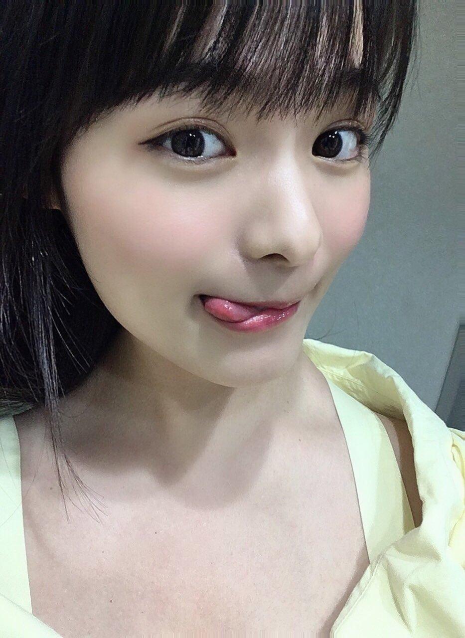 hoshina_mizuki 1251476901727629314_p0