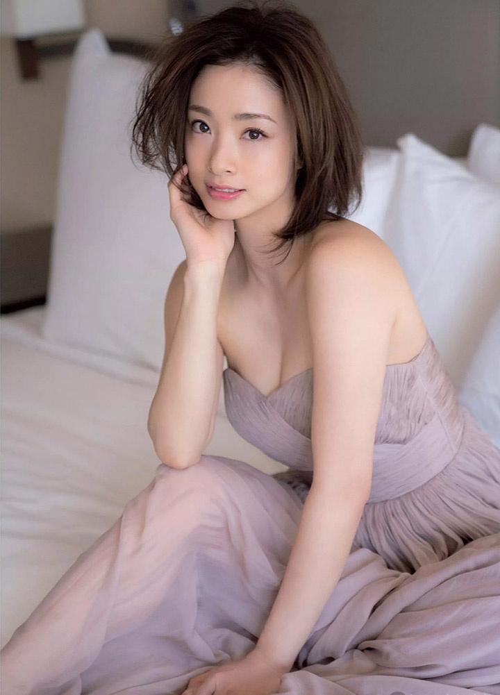 上户彩为《半泽直树2》事隔多年再战写真灿烂笑容完美身段依然 (14)