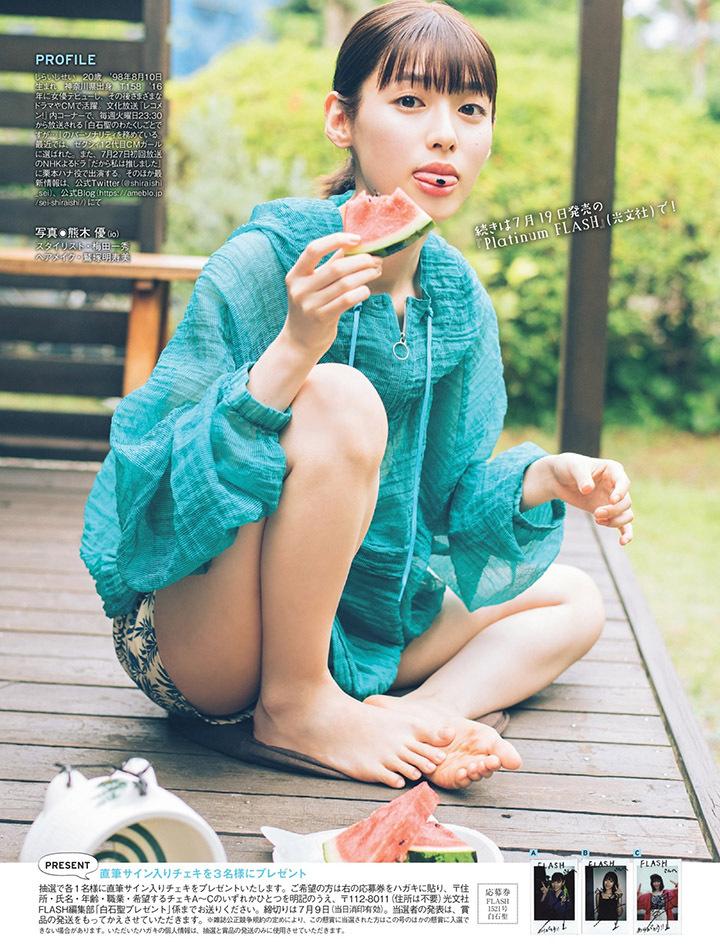 甜美怡人疗愈气息十足的纯爱系演员白石圣用自己强大的空灵气场来拍摄写真作品 (17)