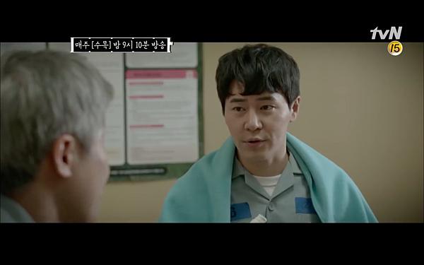 韩剧《机智牢房生活》看看回到现代的申元浩如何PD! (5)
