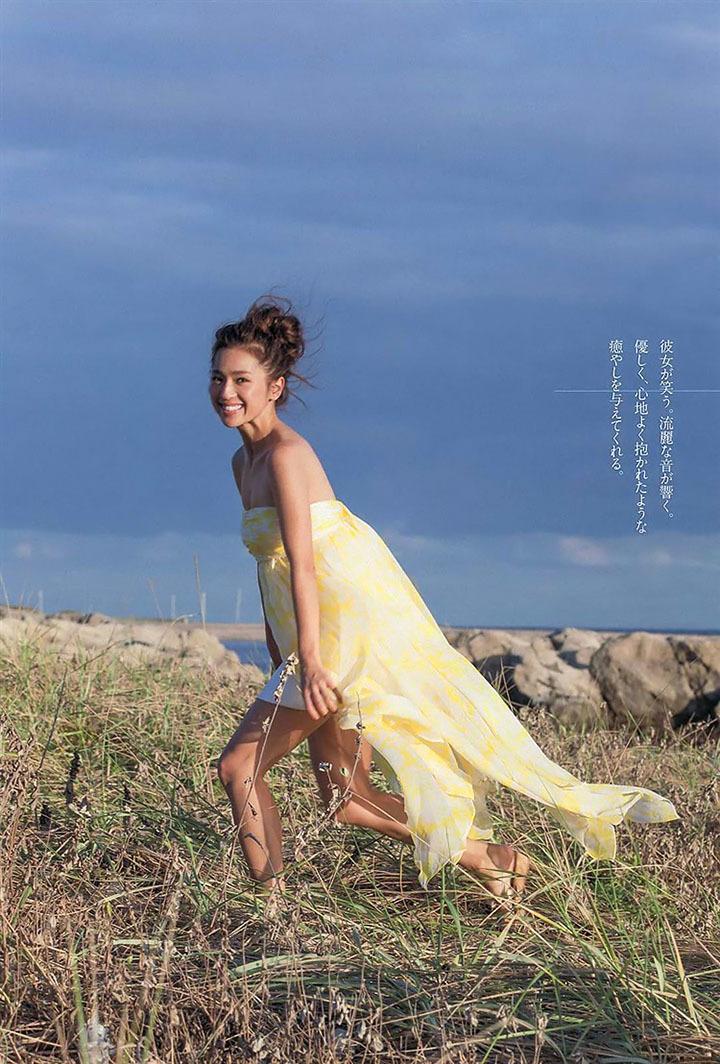 艺能界第一体型的中村杏拍摄写真作品上杂志封面连女读者都买单 (3)