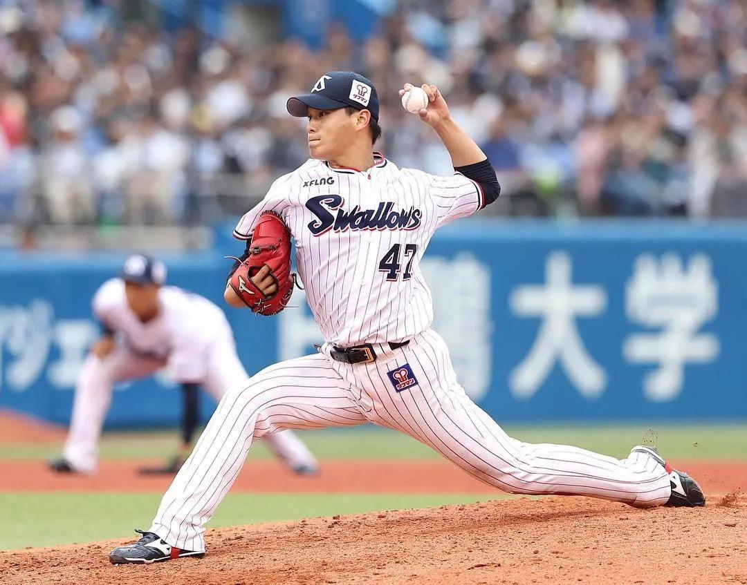 日本AKB48初代神7之一的板野友美突然闪婚,丈夫居然还比自己小6岁 (12)